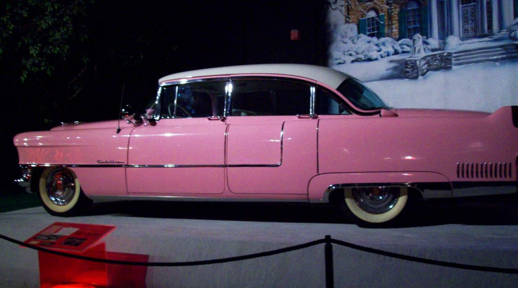 elvis-graceland-car