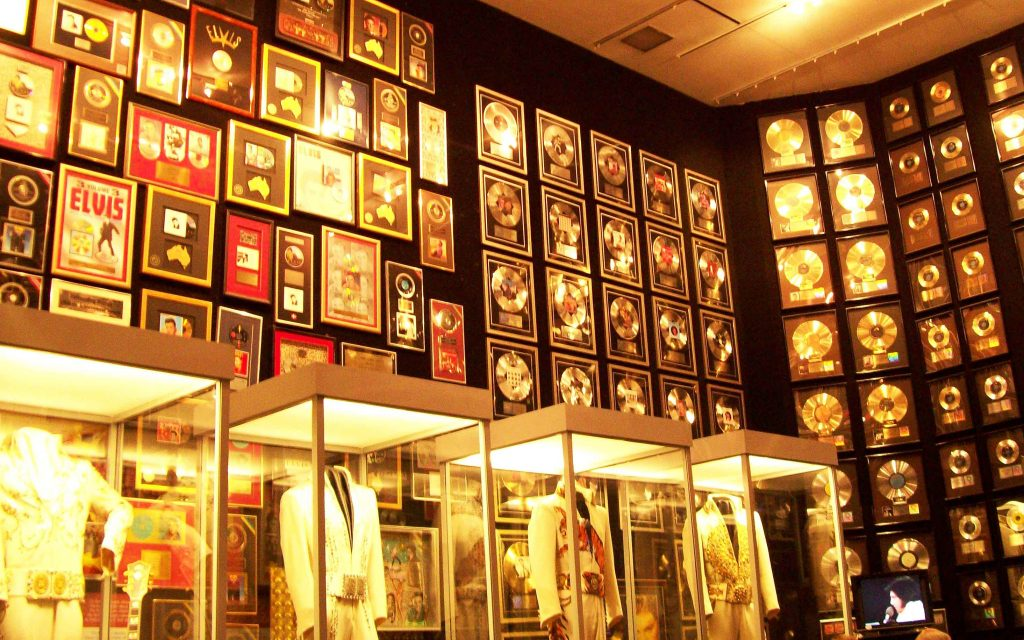 elvis-graceland-gold-record